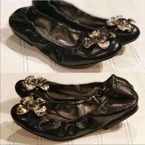 Like NEW Tahari Black Leather Flats with Flower